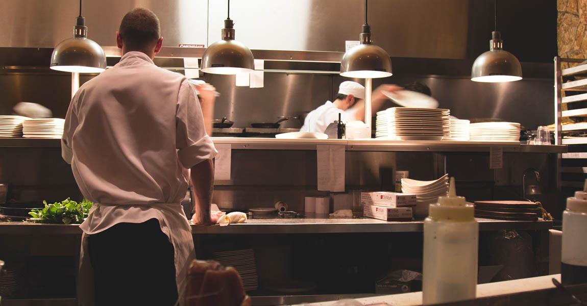 Distform equipar cocina restaurante mobiliario acero inoxidable equipamiento 0 ¿Cómo equipar la cocina de tu restaurante y aprovechar al máximo el espacio?   Distform   equipar cocina restaurante mobiliario acero inoxidable equipamiento 0